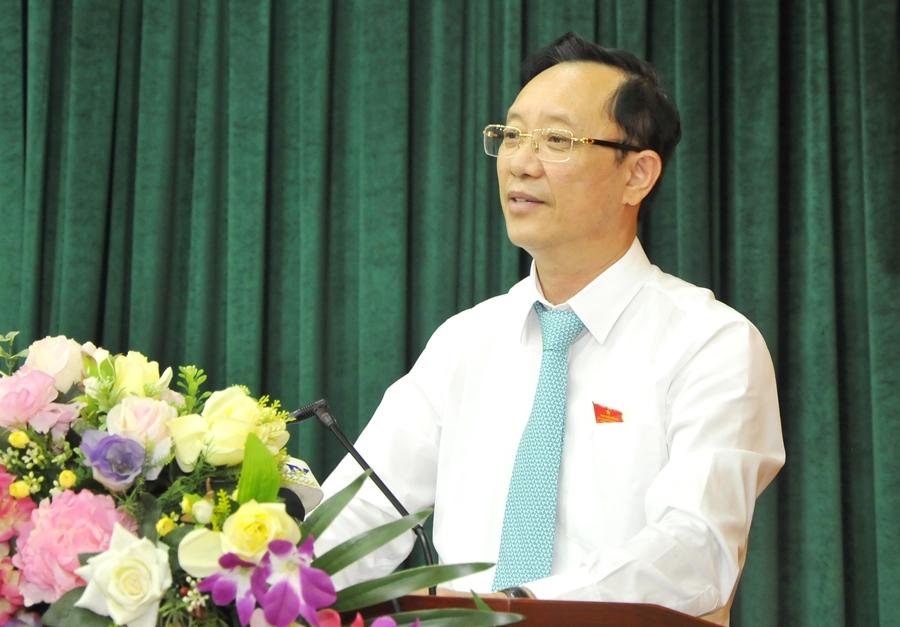 Phó Bí thư Thường trực Tỉnh ủy, Chủ tịch HĐND tỉnh Thào Hồng Sơn phát biểu tại kỳ họp.